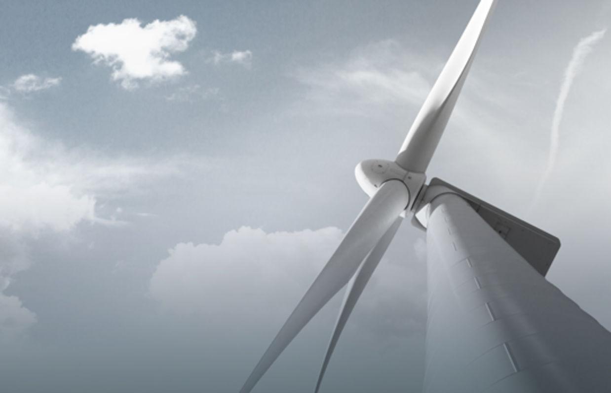 Windkraftanlage von unten