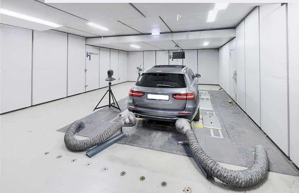 Roller test bench with car