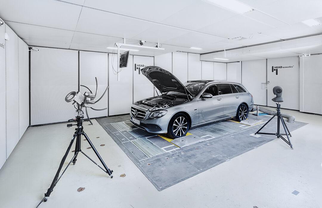 Akustische Kamera Visor in Rollenprüfstand mit Fahrzeug